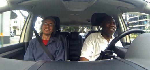 Zwei Personen in einem Auto